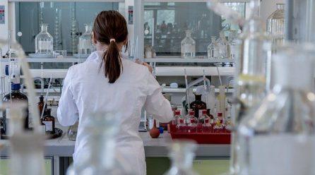 El ministro de defensa afirma que el Instituto Biológico de Israel desarrollo anticuerpos